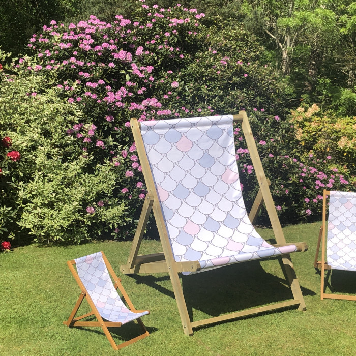 Scallop pattern deckchair material