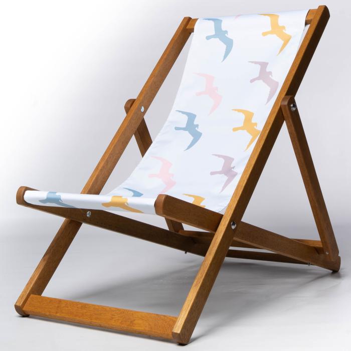 Seagullspattern deckchair